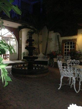 Flor de Michoacan: Secluded garden in back
