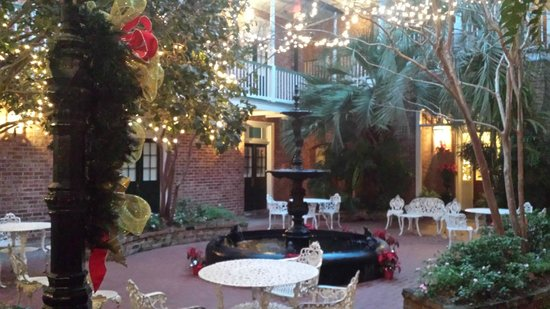 Hotel Provincial: The Courtyard dressed up for Christmas