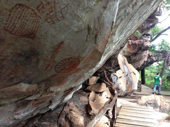 Serranopolis, GO: Paredoes com pinturas rupestres
