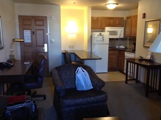 Staybridge Suites Fayetteville/Univ Of Arkansas: kitchenette