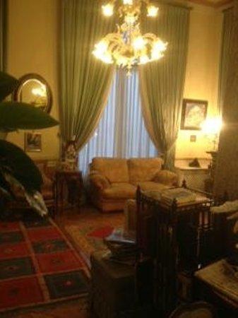 Petit Palais Hotel de Charme : Sitting area in lobby