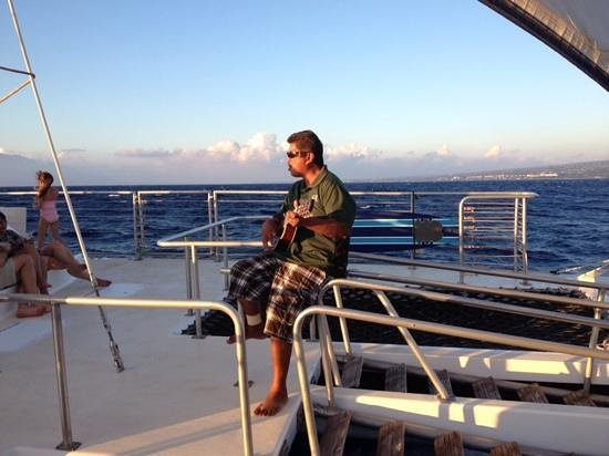 Kai Kanani Sailing Charters: entertainer on board
