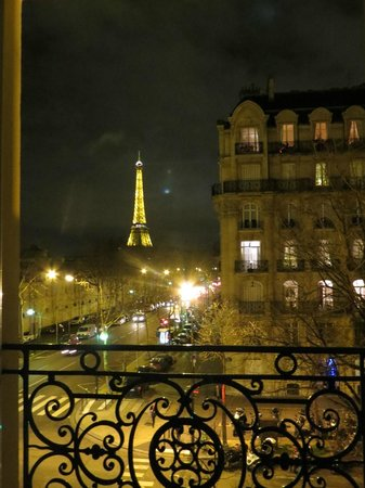 Hotel Duquesne Eiffel: View out of our room window!