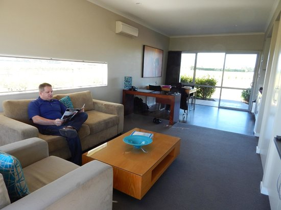 Marlborough Vintners Hotel: The living room area