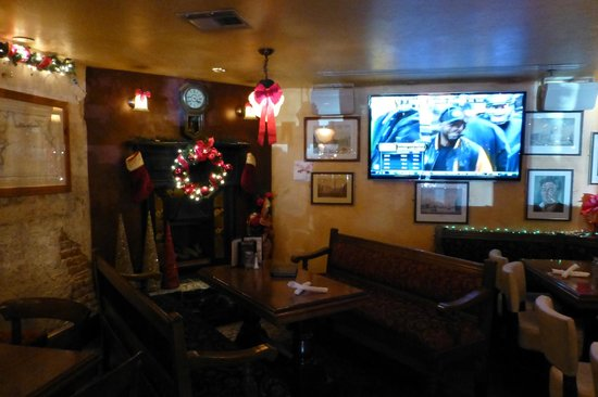 Dublin Square Pub: Great place to watch the games