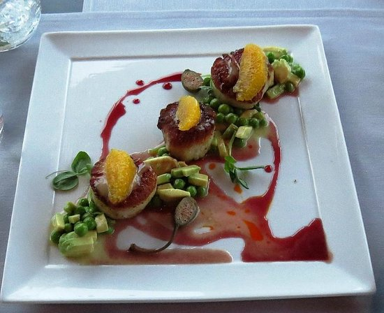 Ponte Vecchio: scallops with crushed avocado and sweet peas, photo by Mike Keenan