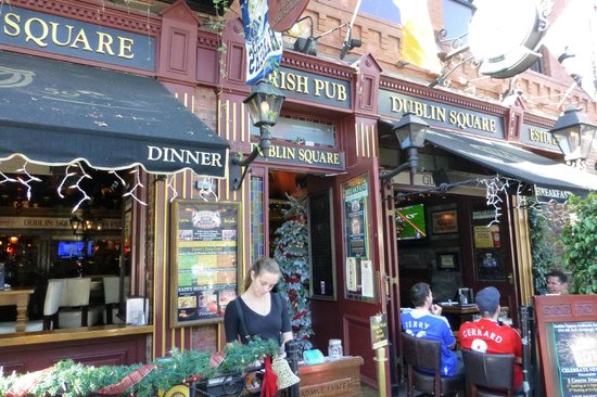 Dublin Square Pub: Great outdoor seating