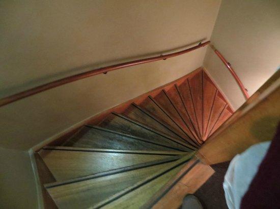 Frisco Inn Bar Hotel: so many stairs