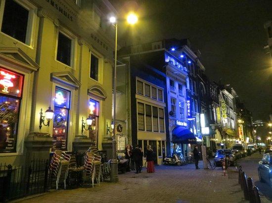 Frisco Inn Bar Hotel: Blue hotel is the Frisco