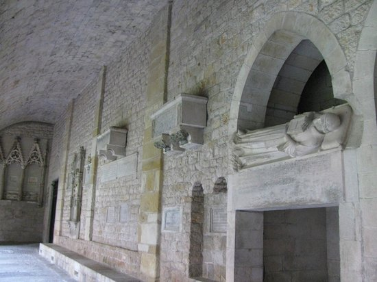 Girona Cathedral (Catedral): Caskets on the walls of the cloister