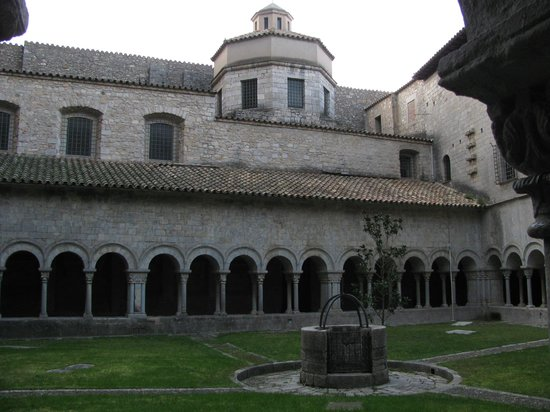 Girona Cathedral (Catedral): Cloister