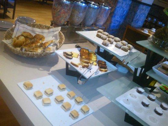 NH Bariloche Edelweiss: breakfast 2