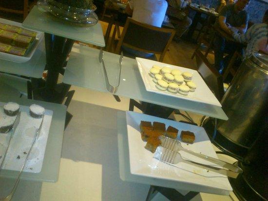 NH Bariloche Edelweiss : breakfast 1