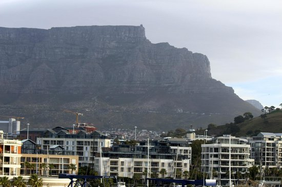 Victoria & Alfred Hotel : View of Table Mountain from our room