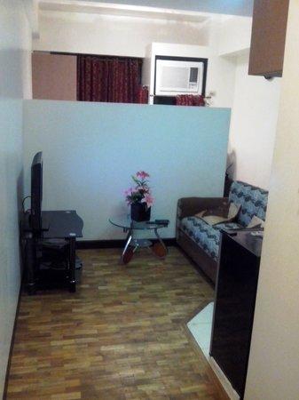 Amax Inn Makati: Entrance to Studio Room