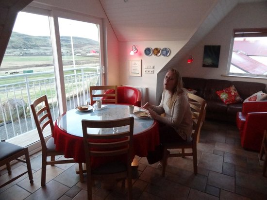 Minna-Mosfell Guesthouse: The common room.