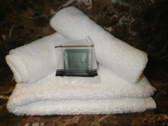 Meriton Serviced Apartments World Tower : Towels and Soap