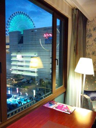 Grand Victoria Hotel: 窗外可見美麗華商場摩天輪