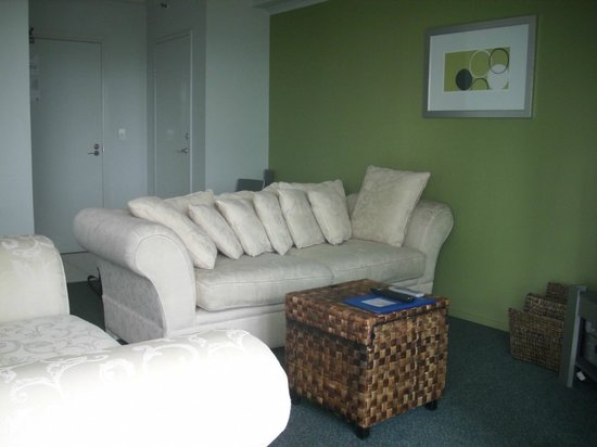The Crest Apartments: Lounge