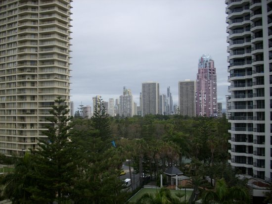 The Crest Apartments: View looking towards Surfers Paradise