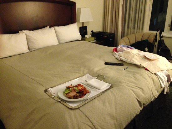Marriott Vacation Club Pulse, New York City: Returned to a room cleaned with last nights room service and laundry not picked up? 4 star, I th