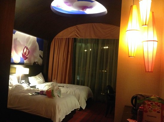 Resorts World Sentosa - Festive Hotel: Our Room