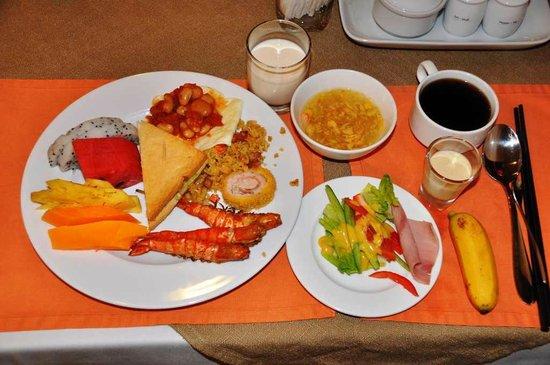 Sanouva Saigon Hotel: ビュッフェ方式の朝食より