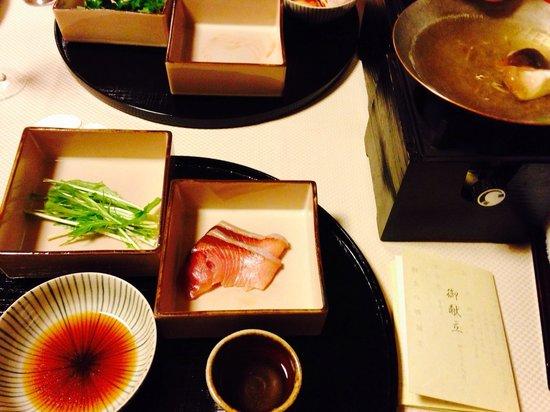 Fukiya: お夕飯の一品、鰤しゃぶ!!新鮮で脂のよくのった美味しいブリでした。 Yellowtail shabu shabu for dinner. I was so glad that I'm Japa