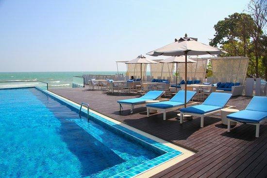 The Rock Hua Hin Resort: สระว่ายน้ำ