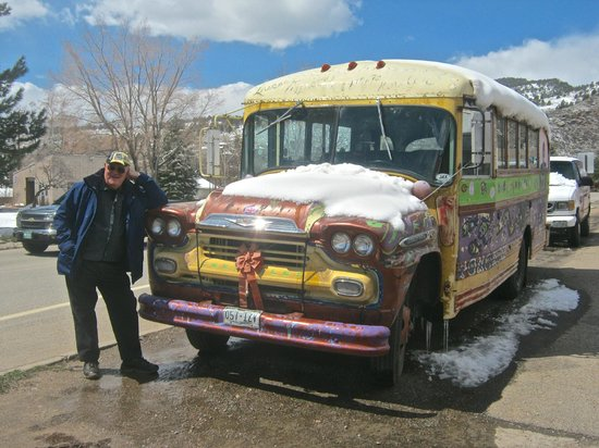Oskar Blues Grill & Brew: Brian with the famous bus