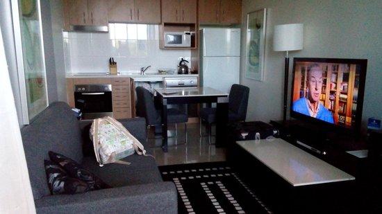 Meriton Serviced Apartments, Waterloo: launch,  open kitchen & dinning area
