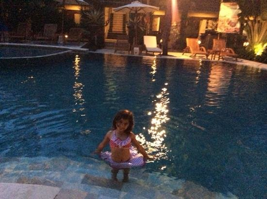 Adhi Jaya Hotel: 5 yr old happy with the pool open till 8 pm