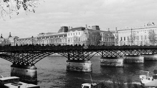 La Seine : River Seine in black and white