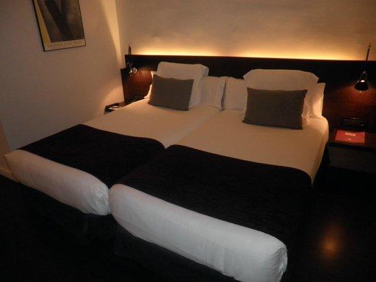 Hotel Regina Barcelona: bed