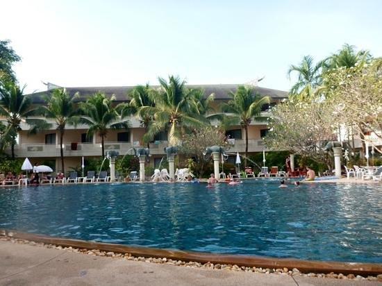 Golden Beach Resort: large nice pool