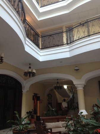 Iberostar Grand Hotel Trinidad: Lobby looking up towards the rooms