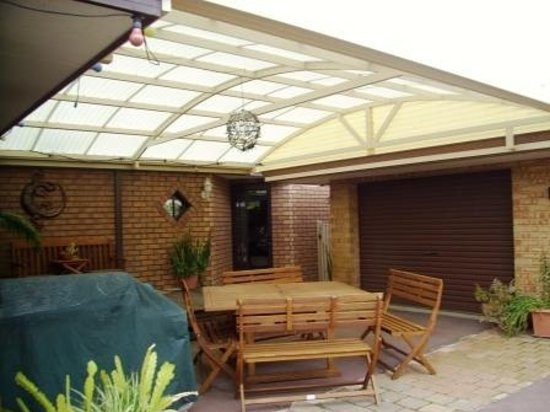Southern River B&B: Patio area with bbq facilities