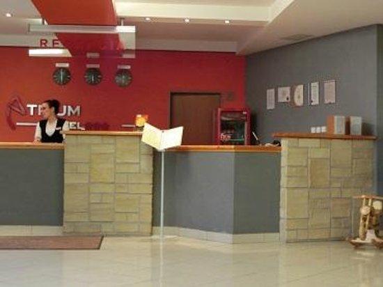 Atrium Hotel: フロント