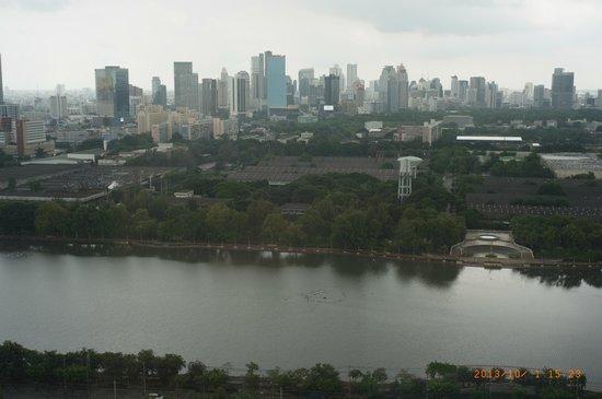 Somerset Lake Point Bangkok : 友人の部屋から眺め
