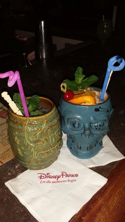 Trader Sam's Enchanted Tiki Bar: Shipwreck on the rocks & Shrunken zombie head.