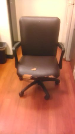 Candlewood Suites Somerset: Condition of Office Chair