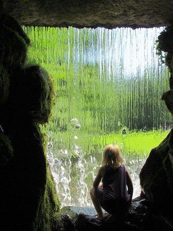 Park Sonsbeek: Waterval in het park
