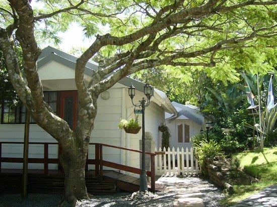 Kilkerran Guest House: Cottages in the garden