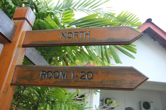 White Lodge Motel: Room signs