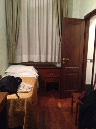 Hotel Palazzo Vecchio: Small and very noisy.