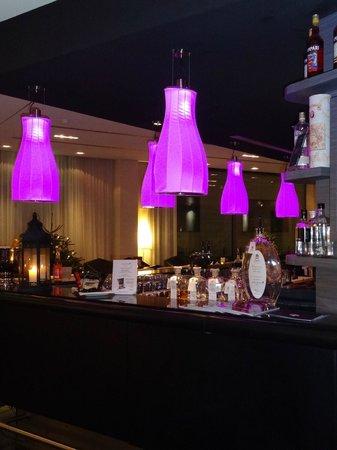 Arcotel John F : Sfeervolle verlichting in de bar/lobby