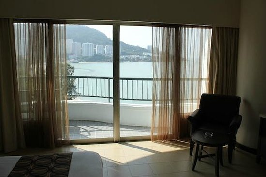 Flamingo Hotel by the Beach, Penang: deluxe room sea view