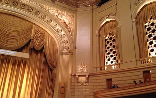 San Francisco Opera : Sweeping Architecture