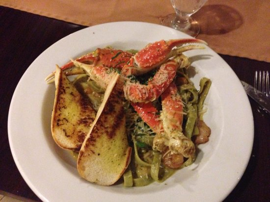 Castle Hilo Hawaiian Hotel : Sea Food Pasta... Better than expected-
