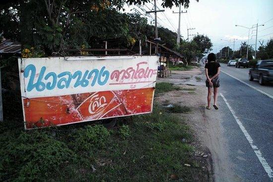 Imperial Chiang Mai Resort & Sports Club : 1Kmくらい歩いて国道にでられますが、レンタカーでもないと自由度はないです。